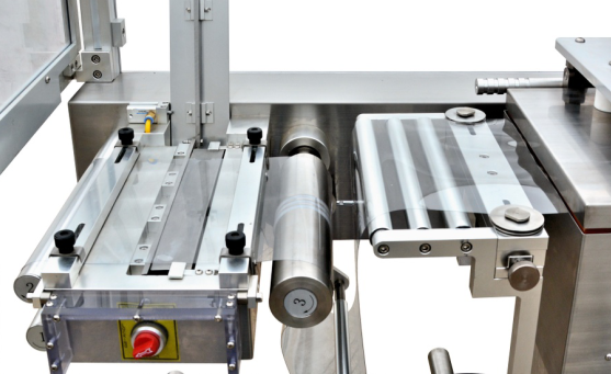 Blister Packaging Machine equipped with forming material splicer